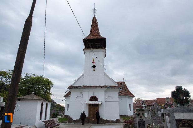 biserica-nasterea-maicii-domnului-din-zarnesti-judetul-brasov.jpg