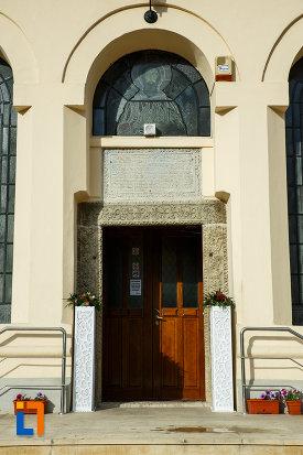 biserica-nasterea-sf-ioan-botezatorul-1664-din-focsani-judetul-vrancea-poza-cu-usa-din-lemn.jpg
