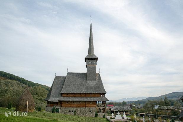 biserica-noua-de-lemn-din-rozavlea-judetul-maramures-vedere-laterala.jpg