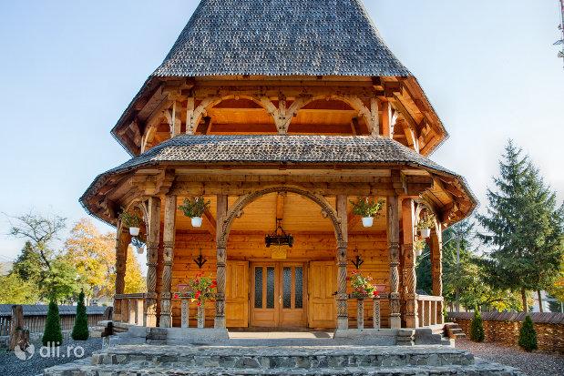 biserica-noua-de-lemn-din-sighetul-marmatiei-judetul-maramures.jpg