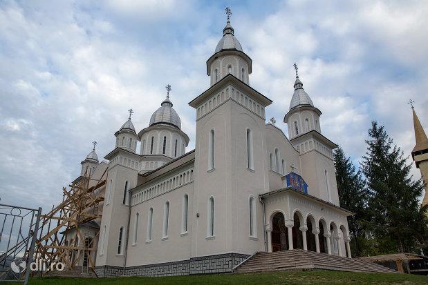 biserica-noua-din-botiza-judetul-maramures.jpg