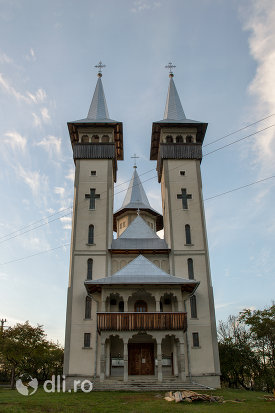 biserica-noua-din-breb-judetul-maramures-imagine-de-ansamblu.jpg