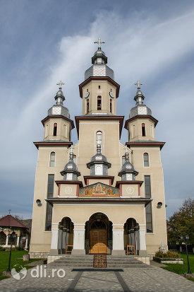 biserica-noua-din-rozavlea-judetul-maramures.jpg