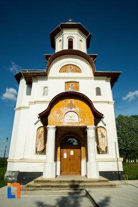 biserica-noua-din-ticleni-judetul-gorj-vazuta-din-fata.jpg