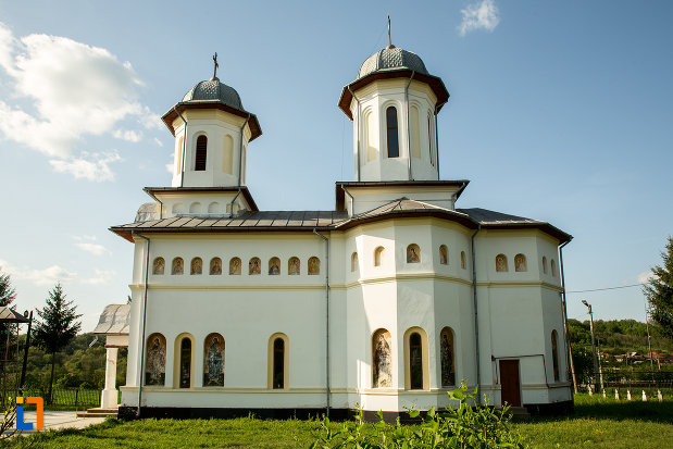 biserica-noua-din-ticleni-judetul-gorj-vazuta-din-lateral.jpg