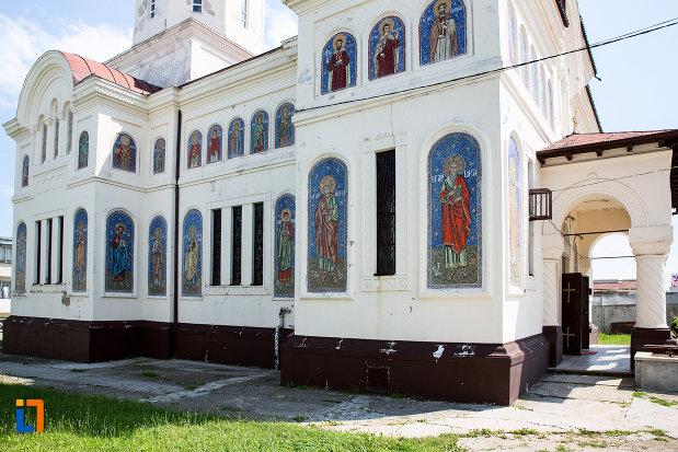 biserica-ortodaxa-sf-gheorghe-din-mangalia-judetul-constanta-vazuta-din-lateral.jpg