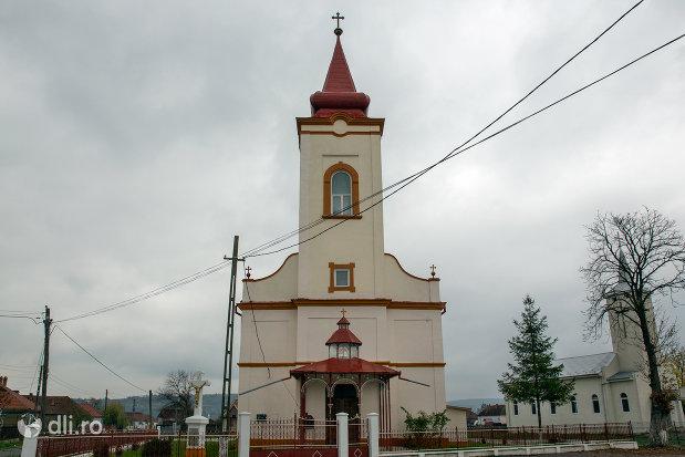 biserica-ortodoxa-adormirea-maicii-domnului-din-campia-judetul-salaj-vedere-din-fata.jpg