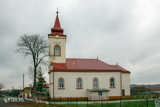 biserica-ortodoxa-adormirea-maicii-domnului-din-campia-judetul-salaj-vedere-din-lateral.jpg