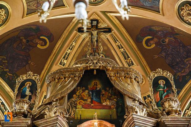 biserica-ortodoxa-adormirea-maicii-domnului-din-lugoj-judetul-timis-cina-cea-de-taina-si-rastignirea-lui-iisus.jpg