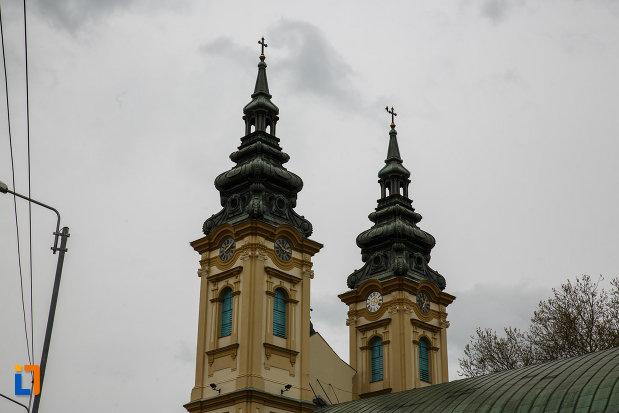 biserica-ortodoxa-adormirea-maicii-domnului-din-lugoj-judetul-timis-imagine-cu-cele-doua-turnuri.jpg