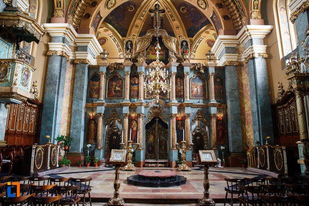 biserica-ortodoxa-adormirea-maicii-domnului-din-lugoj-judetul-timis-imagine-cu-interiorul-cladirii.jpg