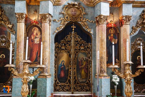 biserica-ortodoxa-adormirea-maicii-domnului-din-lugoj-judetul-timis-usa-cu-motive-specifice.jpg
