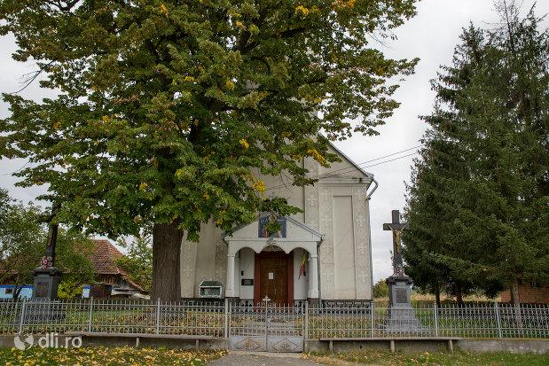 biserica-ortodoxa-din-aciua-judetul-maramures.jpg