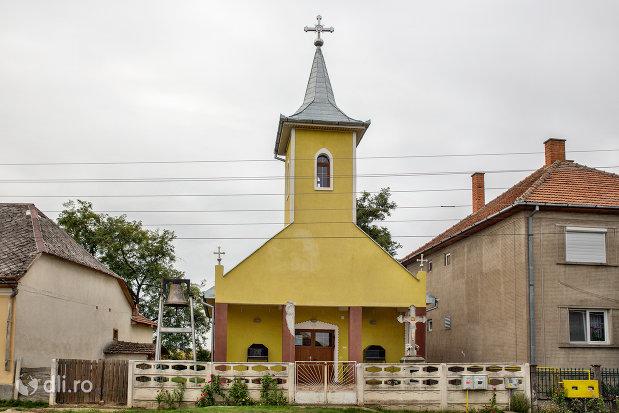biserica-ortodoxa-din-ambud-judetul-satu-mare-intrare.jpg