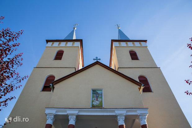 biserica-ortodoxa-din-chiuzbaia-judetul-maramures.jpg