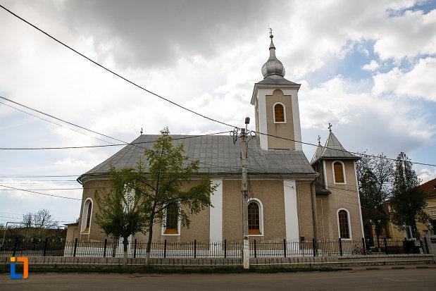biserica-ortodoxa-din-hateg-judetul-hunedoara-vazuta-din-lateral.jpg