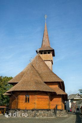 biserica-ortodoxa-din-seini-judetul-maramures-vedere-din-spate.jpg