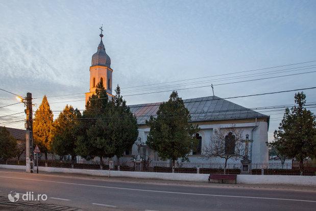 biserica-ortodoxa-din-valea-lui-mihai-judetul-bihor-vedere-din-lateral.jpg