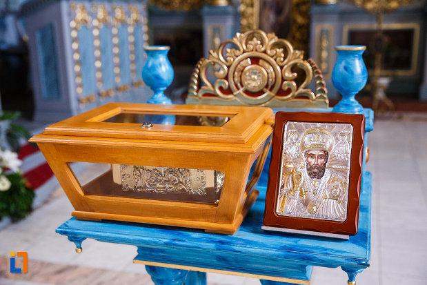 biserica-ortodoxa-nasterea-maicii-domnului-din-sannicolau-mare-judetul-timis-cateva-obiecte-religioase.jpg