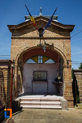 biserica-ortodoxa-nasterea-maicii-domnului-din-sannicolau-mare-judetul-timis-foisor-comemorativ.jpg