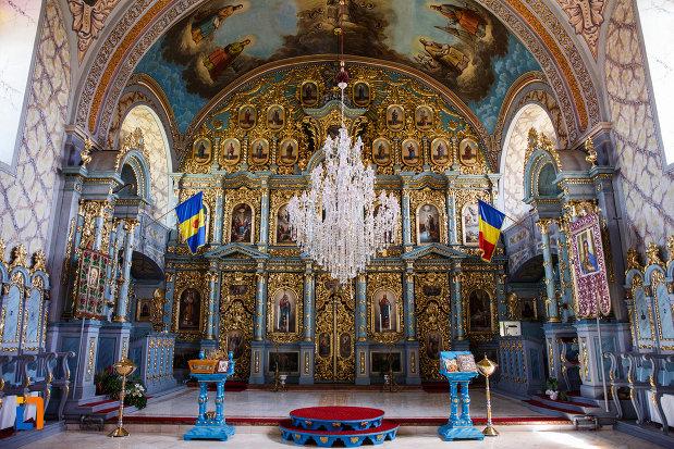 biserica-ortodoxa-nasterea-maicii-domnului-din-sannicolau-mare-judetul-timis-spatiu-dedicat-ceremoniilor-religioase.jpg