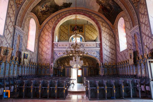 biserica-ortodoxa-nasterea-maicii-domnului-din-sannicolau-mare-judetul-timis-spatiu-dedicat-credinciosilor.jpg