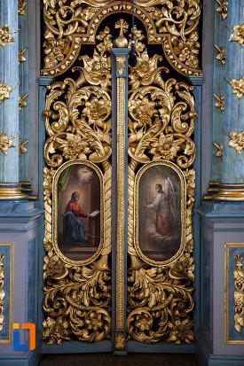 biserica-ortodoxa-nasterea-maicii-domnului-din-sannicolau-mare-judetul-timis-usa-cu-decoratiuni-deosebite.jpg