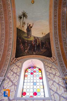biserica-ortodoxa-nasterea-maicii-domnului-din-sannicolau-mare-judetul-timis-vitraliu-si-pictura-murala.jpg