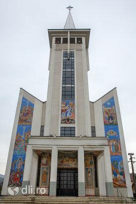 biserica-ortodoxa-noua-din-bogdan-voda-judetul-maramures.jpg
