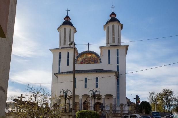 biserica-ortodoxa-pogorarea-sfantului-duh-din-zalau-judetul-salaj.jpg
