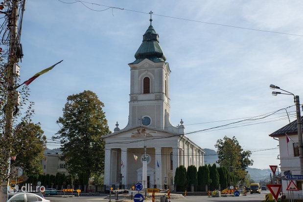 biserica-ortodoxa-sf-apostoli-pertu-si-pavel-din-seini-judetul-maramures.jpg