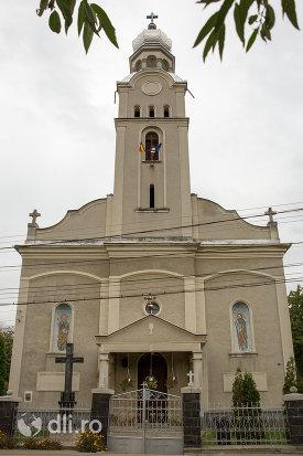 biserica-ortodoxa-sf-apostoli-petru-si-pavel-din-cicarlau-judetul-maramures.jpg