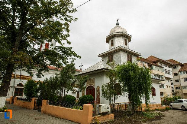 biserica-ortodoxa-sf-apostoli-petru-si-pavel-din-focsani-judetul-vrancea.jpg