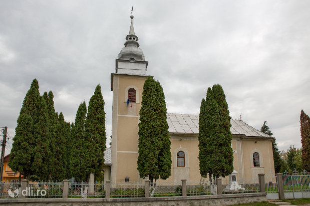 biserica-ortodoxa-sf-emanuil-din-tautii-magheraus-judetul-maramures-vedere-din-lateral.jpg