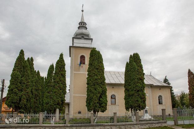 biserica-ortodoxa-sf-emanuil-din-tautii-magheraus-judetul-maramures-vedere-din-lateral.jpg
