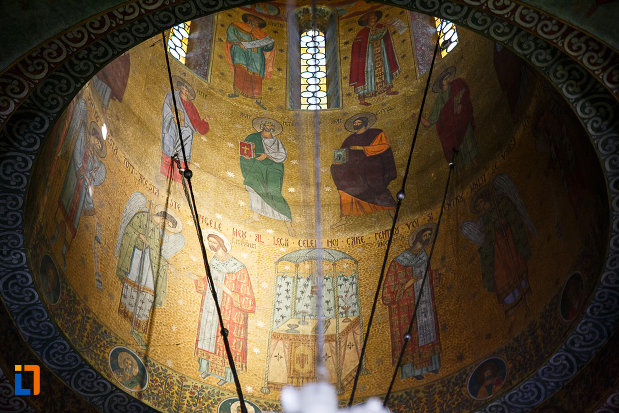 biserica-ortodoxa-sf-nicolae-din-orastie-judetul-hunedoara-imaginea-cupolei.jpg
