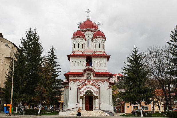 biserica-ortodoxa-sf-treime-din-petrosani-judetul-hunedoara.jpg