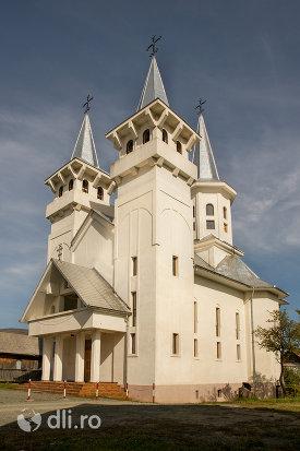 biserica-ortodoxa-sfanta-treime-din-surdesti-judetul-maramures-vedere-laterala.jpg
