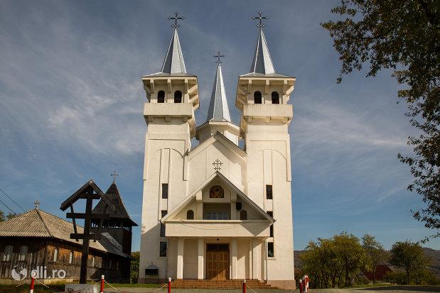 biserica-ortodoxa-sfanta-treime-din-surdesti-judetul-maramures.jpg