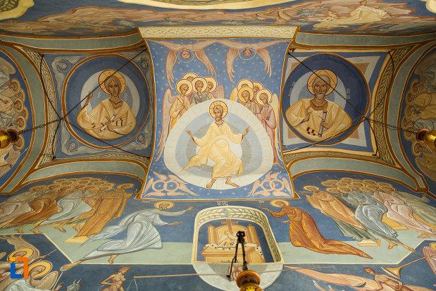 biserica-ovidenia-din-odobesti-judetul-vrancea-bolta-pictata.jpg