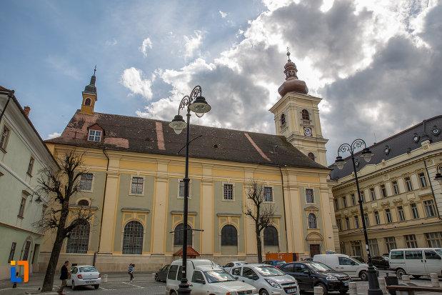 biserica-parohiala-evanghelica-sf-maria-din-sibiu-judetul-sibiu-vazuta-din-piata-mica.jpg