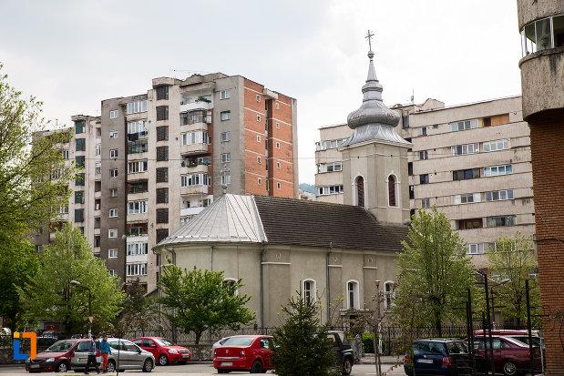 biserica-petru-iacob-din-resita-judetul-caras-severin-vazuta-din-spate.jpg