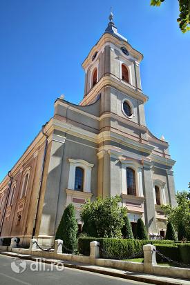 biserica-reformata-cu-lanturi-din-satu-mare-vedere-de-pe-strada.jpg