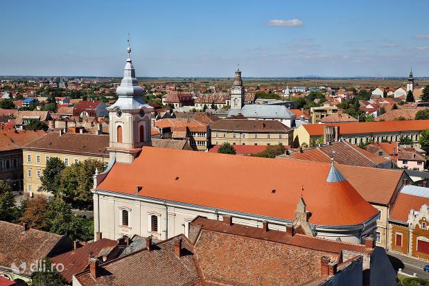 biserica-reformata-cu-lanturi-din-satu-mare-vedere-din-turnul-pompierilor-cu-zoom.jpg