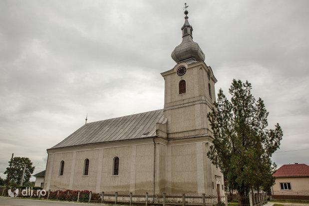 biserica-reformata-din-caraseu-judetul-satu-mare-vedere-laterala.jpg