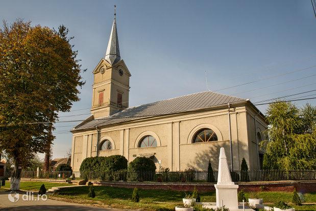 biserica-reformata-din-curtuiseni-judetul-bihor-vedere-din-lateral.jpg