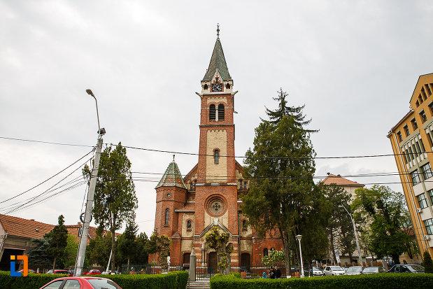 biserica-reformata-din-deva-judetul-hunedoara-vazuta-din-fata.jpg