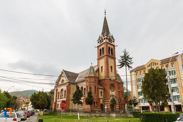 biserica-reformata-din-deva-judetul-hunedoara.jpg