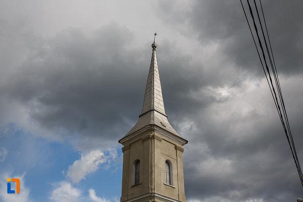 biserica-reformata-din-hateg-judetul-hunedoara-poza-cu-turnul.jpg