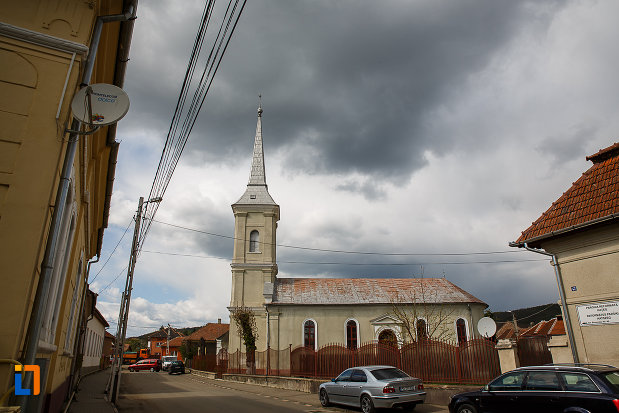 biserica-reformata-din-hateg-judetul-hunedoara-vazuta-din-lateral.jpg